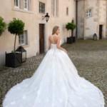 Miss-Germany-Kollektion-2020-ivory-Brautkleid-Chanel-MGB42_2-Juno-das-Hochzeitshaus-in-Meinersen-233x350